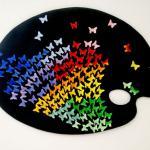 Papiers de couleur sur papier noir d'Anne